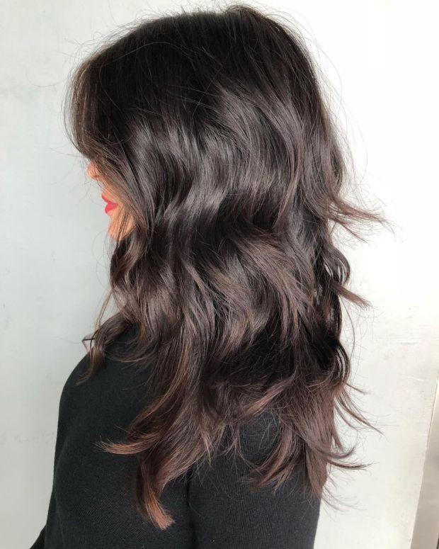 Блестящая брюнетка для длинных волос