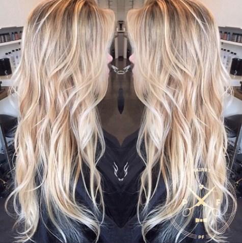 Волны каскадной блондинки