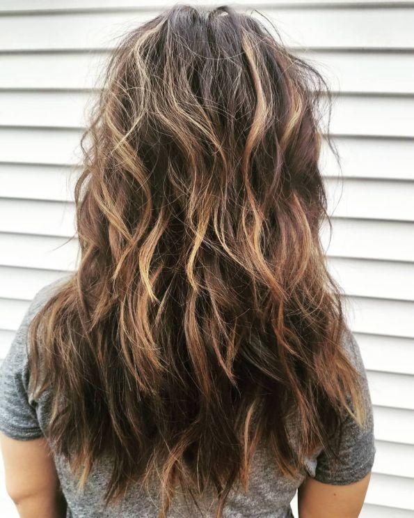 Вьющаяся прическа с короткими волосами и длинными волосами