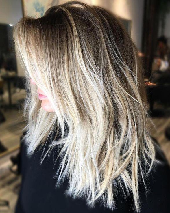 Изменчивая белокурая прядь для прямых волос