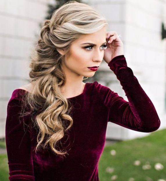 Романтическая коса сбоку