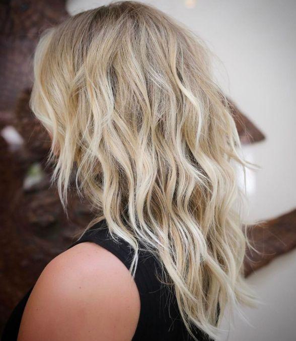 Хорошенькая волнистая блондинка Shag