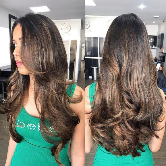 Удлиненная многослойная стрижка для густых волос