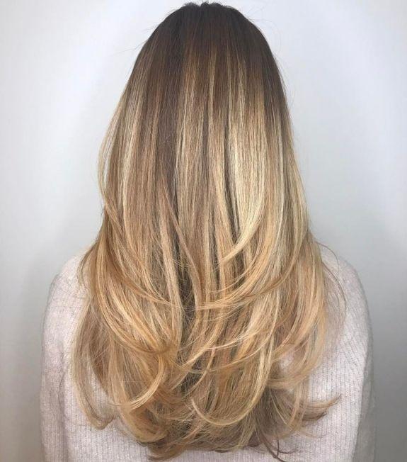 Длинные волосы с угловатыми свупи