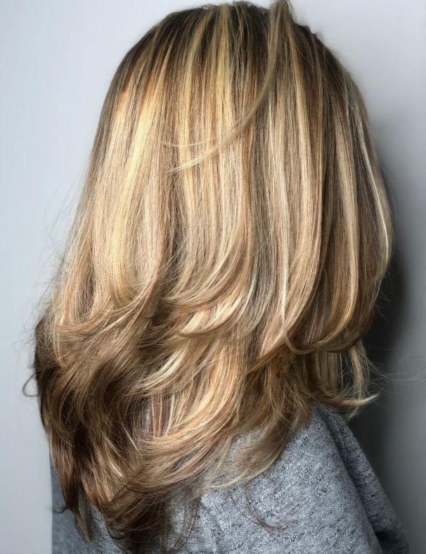 Длинная стрижка с перьями для густых волос