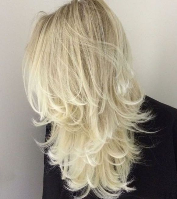 Бело-русые взъерошенные волосы